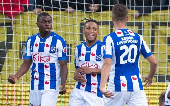 Văn Hậu dự bị trong trận thắng đậm của Heerenveen