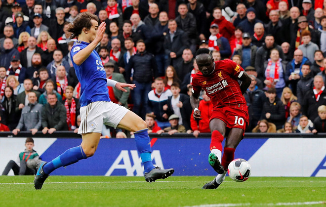 Liverpool thắng nghẹt thở Leicester với bàn phút bù giờ