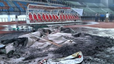 Photo of Kinh hoàng CĐV Indonesia bạo loạn, đốt phá sân vận động