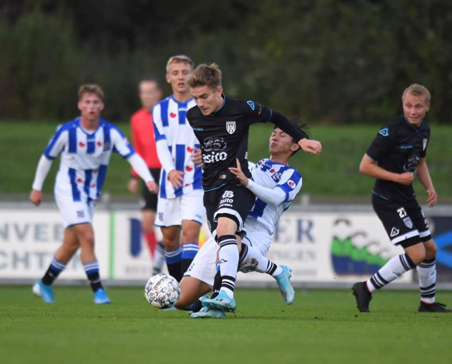 Văn Hậu chơi trọn 90 phút cho Jong Heerenveen