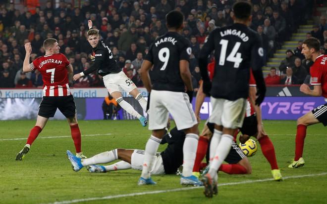 Man Utd chia điểm trong trận cầu có 6 bàn thắng
