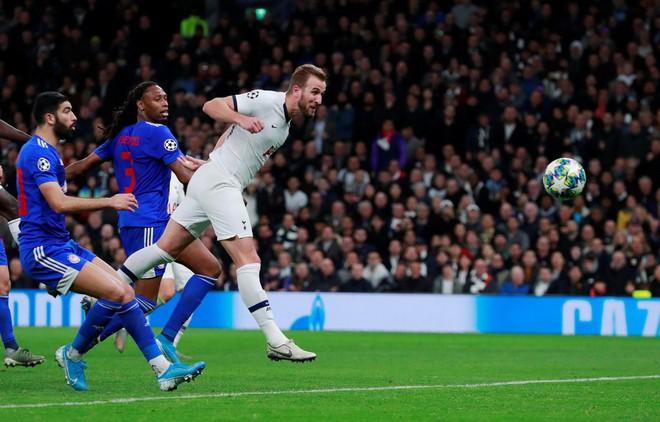 Kane lập kỷ lục trong trận lội ngược dòng của Tottenham