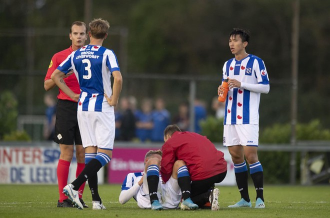 Văn Hậu đá 90 phút trong trận thua 0-6 của Jong Heerenveen