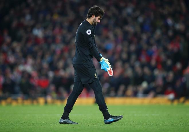 Liverpool hơn Man City 11 điểm sau khi thắng Brighton 2-1