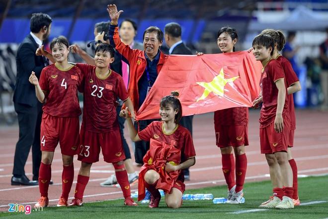 Các nữ tuyển thủ Việt Nam được thưởng xe máy mới