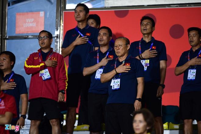Tuyển nữ Việt Nam xin ở lại Manila để cổ vũ U22 Việt Nam